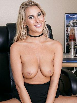 Striptease im Büro
