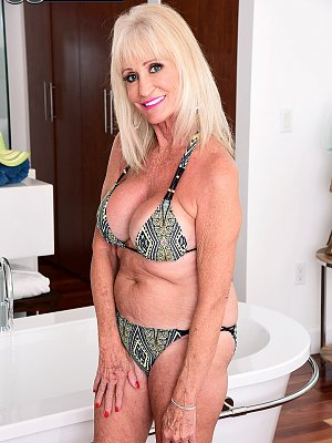 Blonde WIfe Leah L'Amour Posing