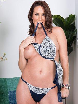 Hot Wife Eliza Kelay