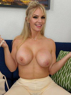 Blonde MILF mit geilen Titten
