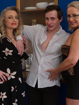 Hot Mature Threesome