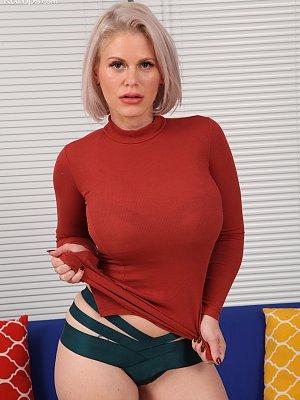 Hot Blonde Casca Akashova