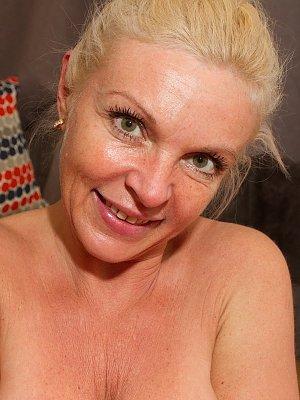 Sexy Blonde Wife Carolina Carla